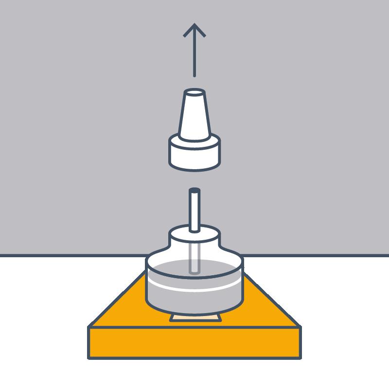 2. Lockmittelgefäss 15 Minuten aufrecht stehen lassen und Deckel entfernen. Ab jetzt wirkt das Lockmittel für 6 bis 8 Wochen.