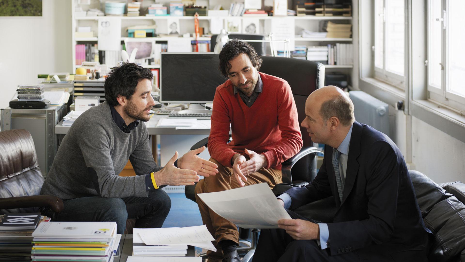 Atelier für Sonderaufgaben. Frank und Patrick Riklinks mit Dr. Hans-Dietrich Reckhaus